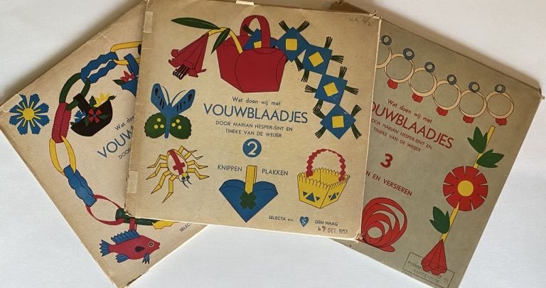 """[Dutch Activity Paper Folding Booklets] """"Vouwblaadjes"""" Set of Three Scarce mid-20th Century Booklets with Paper and Manuals [No. 1, 2, 3]"""